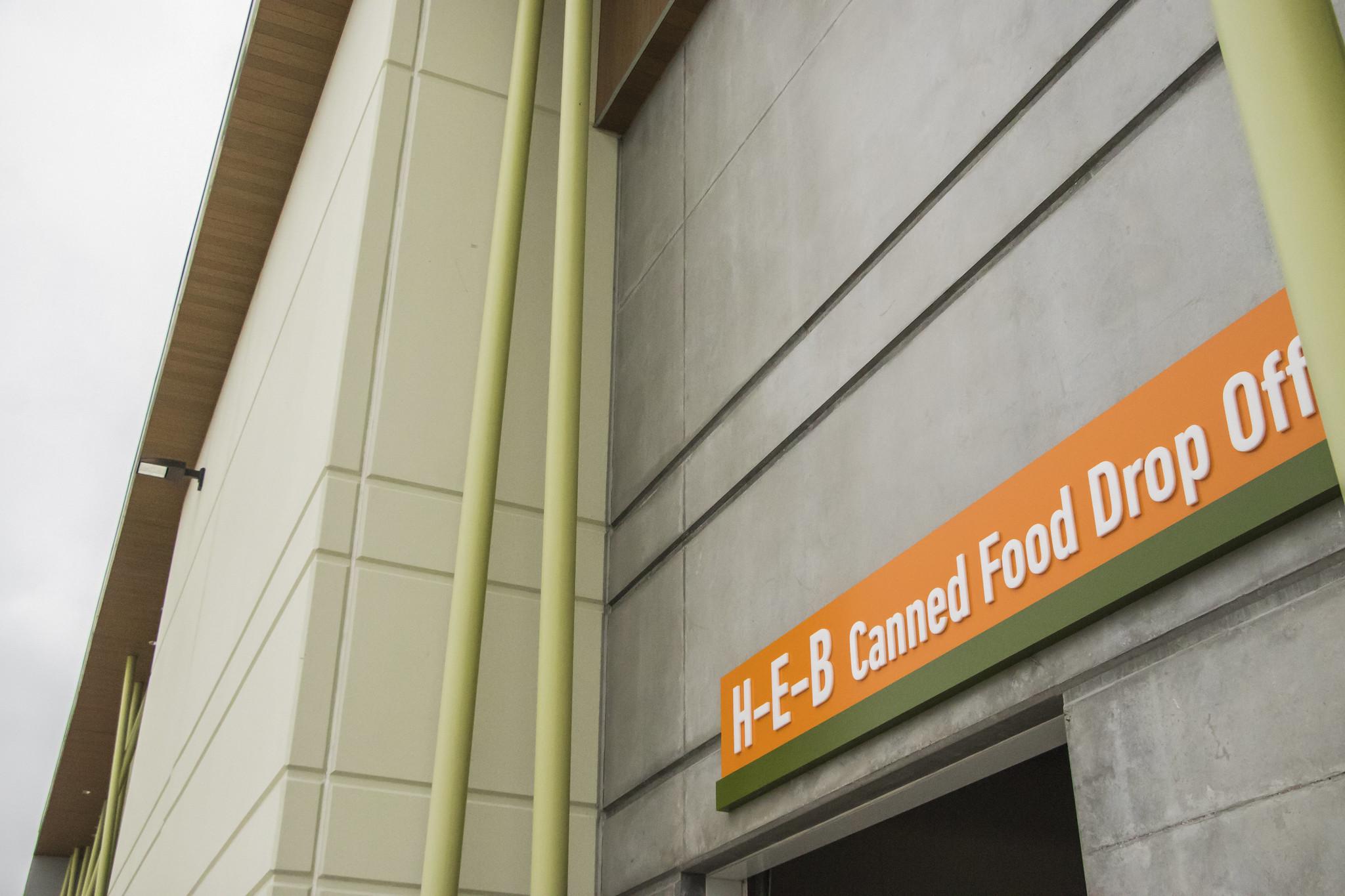 2020-03 - LAN - 09 - Food Drive - 00015