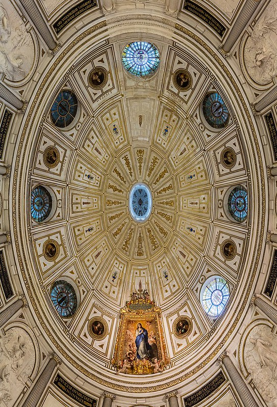 800px-Sala_Capitular,_Catedral_de_Sevilla,_Sevilla,_España,_2015-12-06,_DD_121-123_HDR
