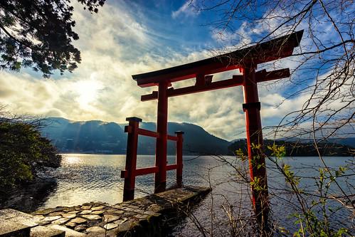 torii toriigate lake lakeashi ashi sony sonyalpha a7ii landscape landscapephotography serenity sunrise japan nippon holiday photooftheday pictureoftheday outdoor