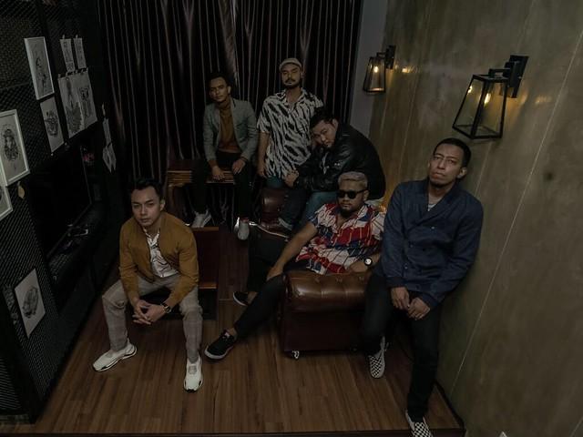 Gara-Gara Mahu JIWA ke AJL, Vokalis Neon Band Berdarah Hidung