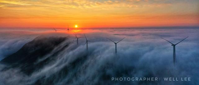 Sunrise on seaclouds