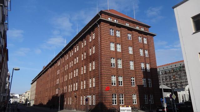 1926 Berlin expressionistisches Fernsprech- und Rohrpostamt Mitte von RBM Felix Gentzen Tucholskystraße 6-14 in 10117 Spandauer Vorstadt