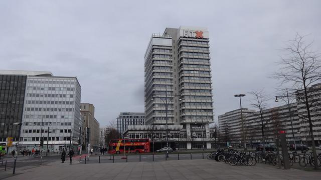 1969/71 Berlin-O. Haus des Reisens 65mH 17Et. von Roland Korn/Johannes Brieske/Roland Steiger Alexanderplatz 7 in 10178 Mitte