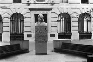 Reuter, Royal Exchange, City 86-4l-66_2400