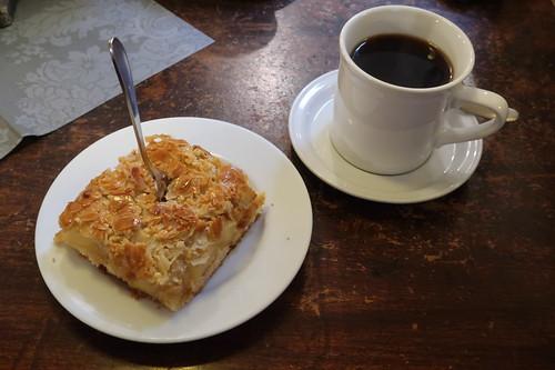 Apfelkuchen mit Bienenstichdecke zum Pott Kaffee