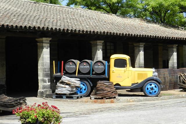 antiguo camion de barricas Bodegas Gonzalez Byass Jerez de la Frontera Cadiz