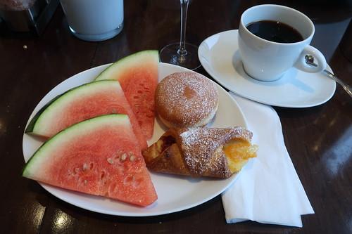 Melonen und süße Teilchen