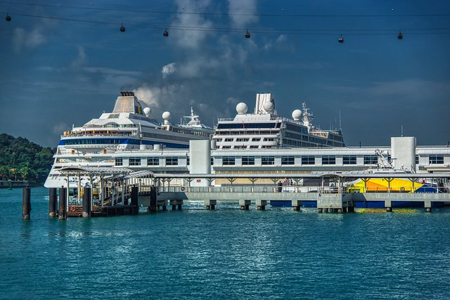 Cruise ships at Singapore harbourfront