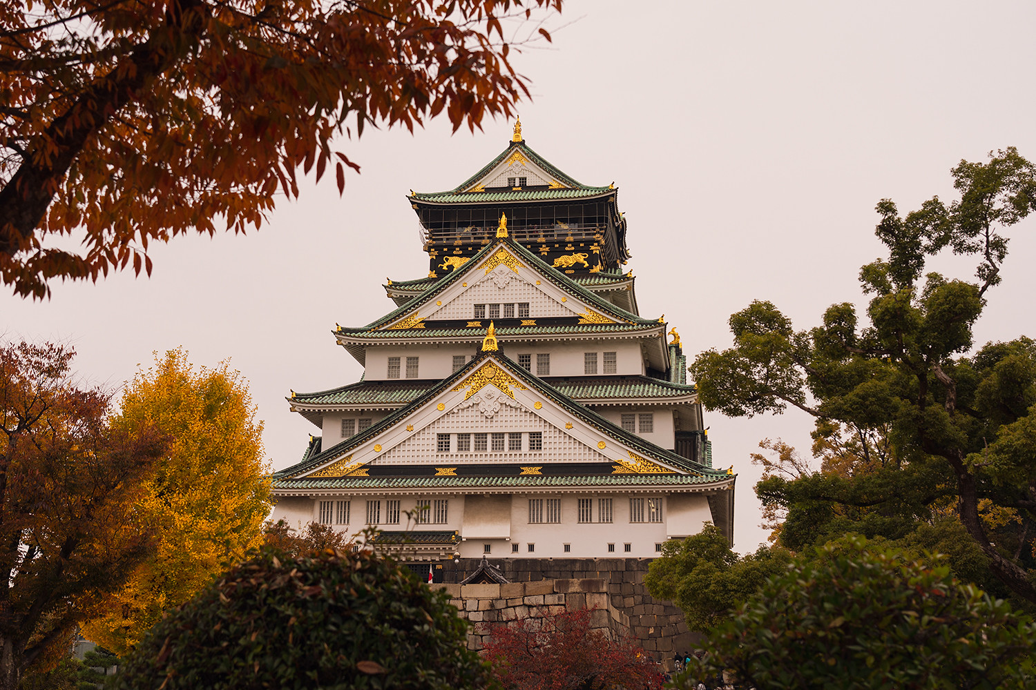 04osaka-castle-japan-fallfoliage-autumn-travel
