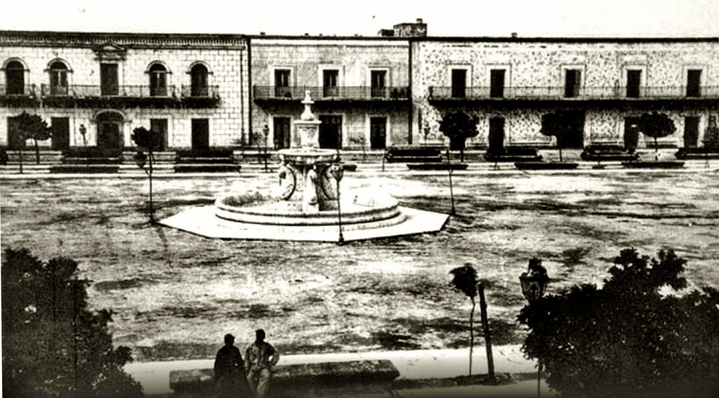 Monterrey, Plaza Zaragoza con Fuente de los Delfines. | Flickr