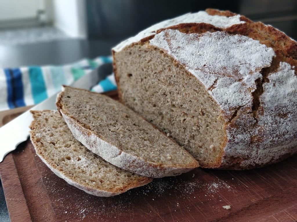 Kräuter-Buttermilch-Brot