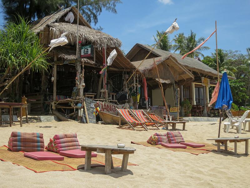 P'Dang Klong Nin Beach Bar