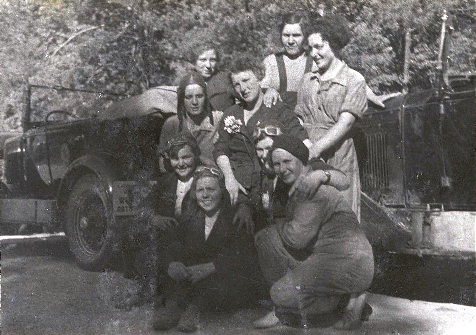 12. Комсомолки - участницы пробега