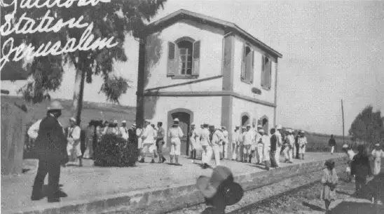 Sejed-train-station-sailors-from-uss-north-carolina-19090605-aed-1