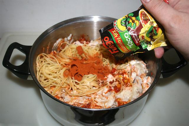 31 - Taco-Gewürzmischung einstreuen / Add taco seasoning