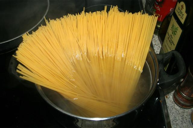 23 - Spagehtti kochen / Cook spaghetti