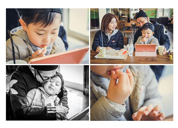 カフェでくつろぐ親子・家族 フライドポテトを食べる男の子