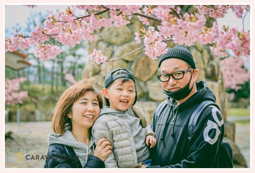 河津桜の前で家族写真 2020年3月春
