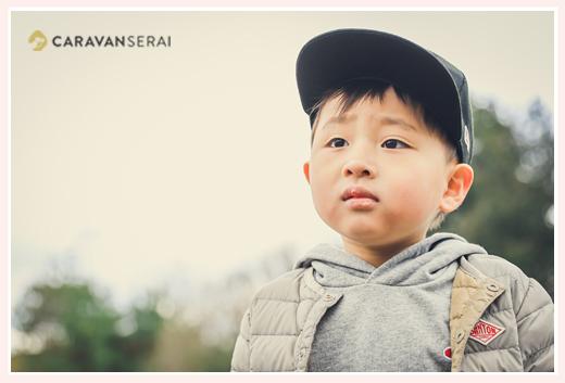 帽子をかぶった男の子 出張カメラマンによるロケーション撮影