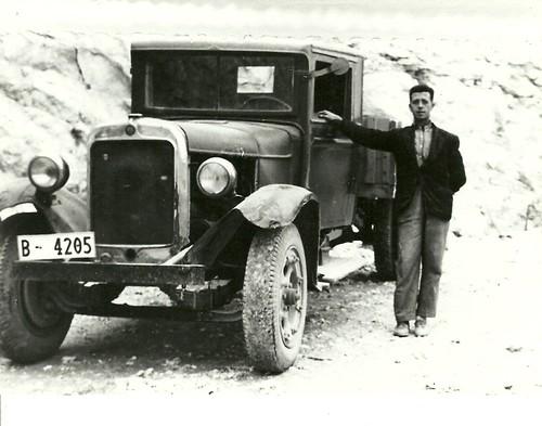 Florencio Porredon recolzat al camió