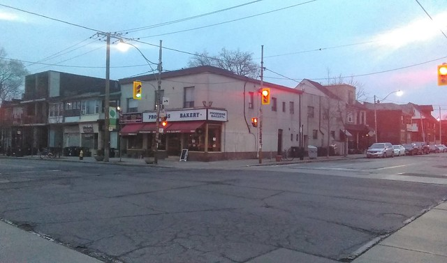 Progress Bakery #toronto #dovercourtvillage #dovercourtroad #hallamstreet #progressbakery #intersection #streetscape #latergram