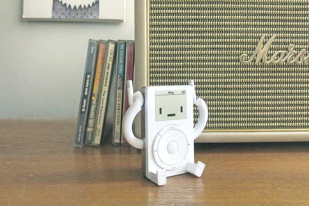 還記得以前那段把音樂放進 MP3 的時光嗎!? Classicbot 最新作【iBoy】現正於 Kickstarter 募資中!