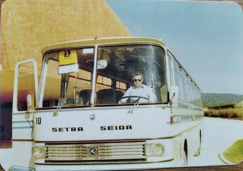 Sr Vendrell al volant d'un autocar Pegaso Setra