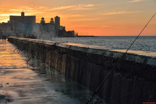 Atardecer en el Malecón de La Habana.