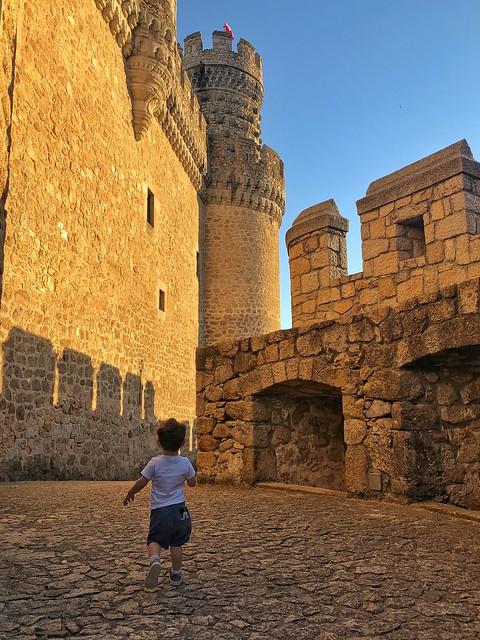 Unai corriendo en el castillo de Manzanares El Real (Madrid)