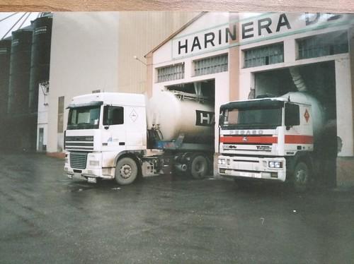 Daf i Pegaso Troner carregant a la farinera de Selgua SA