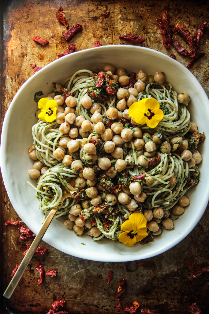 sundried tomato pesto pasta with garlicky garbanzo beans (vegan and GF) from HeatherChristo.com