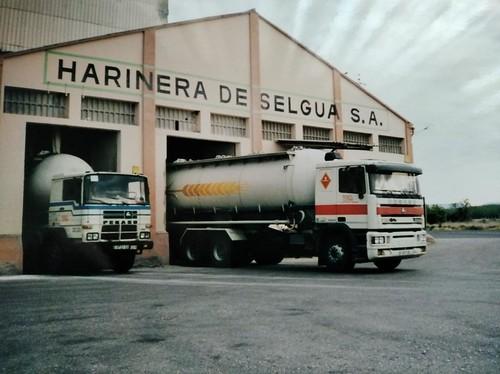 Pegasos de TRO carregant a la farinera de Selgua SA