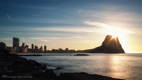 ifach peñón calpe alicante spain costablanca paisaje landscape amanecer dawn sol sun light luz cityscape skyline rock