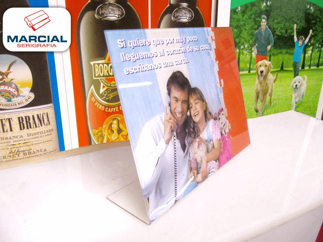 """Serigrafía """"bajo vidrio"""" a 4 colores + fondo blanco en acrílico cristal. Display con porta-folletos cuando todavía se ofrecían a la venta las líneas de teléfono fijas, de la empresa de telefonía """"Telecom"""". Impreso por Marcial Serigrafia."""
