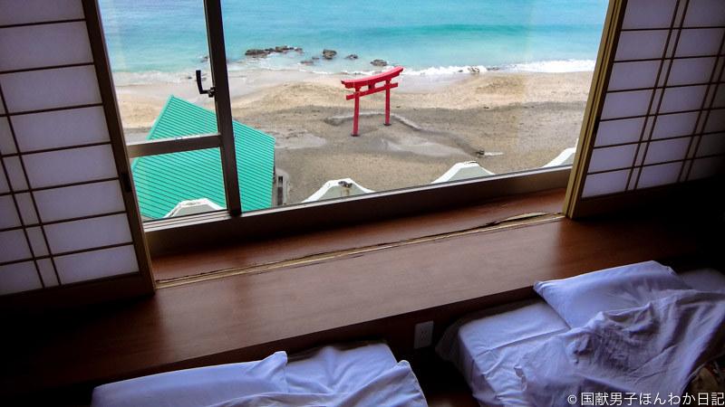 武漢第一便帰国者が部屋から祈ったであろう鳥居(勝浦ホテル三日月514号から撮影:筆者)