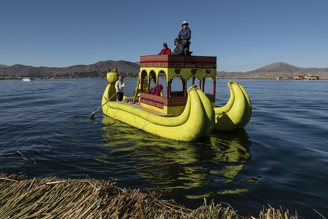 Barca tradicional. Lago Titicaca.