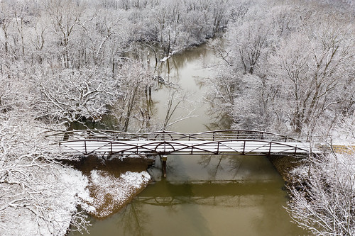 aerialphotography landscape winter nature lakecountyforestpreservedepartment aerial mavic2pro snow lcfpd drone dji river mavic2 indepedencegrove aerialview desplainesriver winterwonderland libertyville illinois unitedstatesofamerica