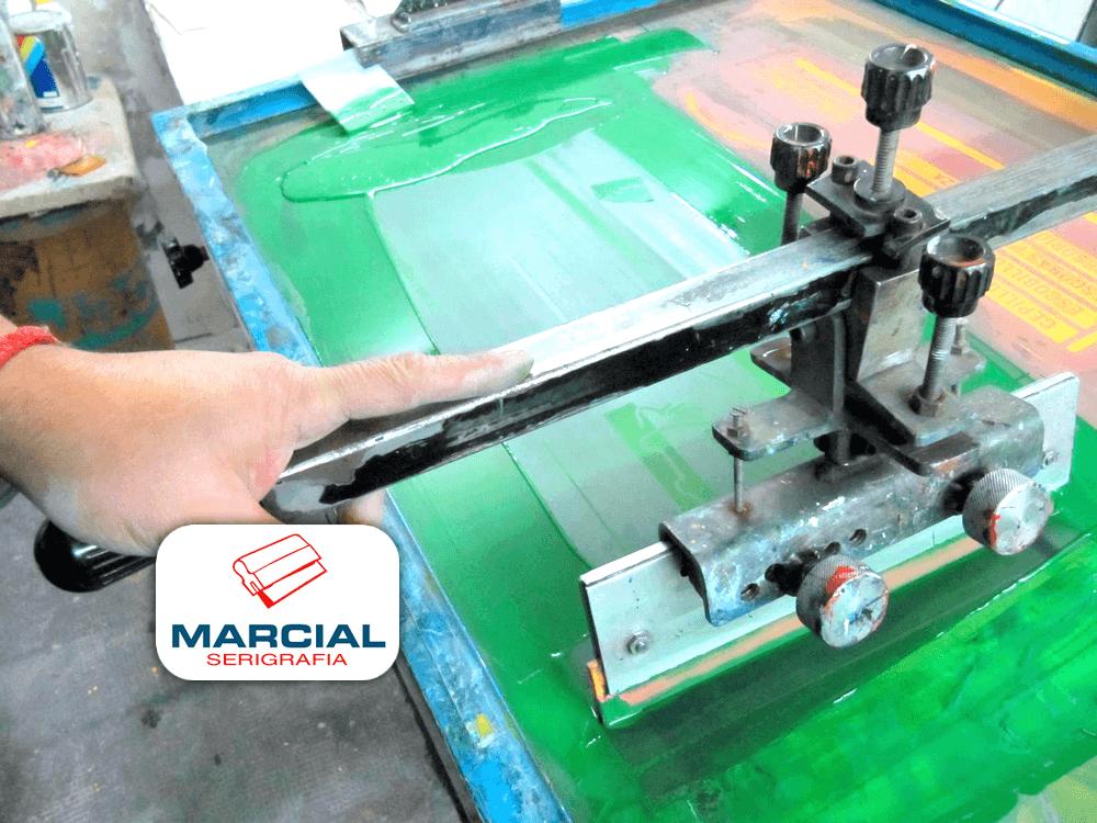Impresión en mesa manual de serigrafía