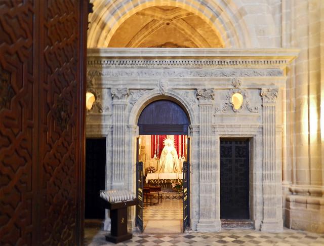 entrada capilla imagen Jesucristo en el misterio de la Resurreccion y la Virgen Catedral de Jerez de la Frontera Cadiz