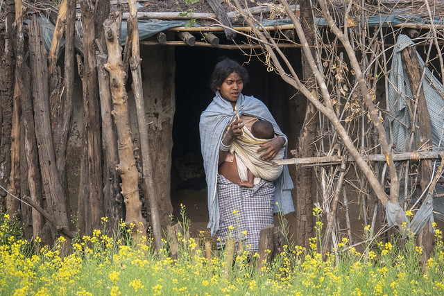 Woman with baby - Maikal hills - Chhattisgarh - India