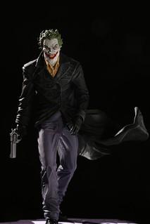 暴戾的狂氣席捲而來! DC Direct 犯罪王子小丑系列【小丑 (The Joker) by Lee Bermejo】1/10 比例全身雕像