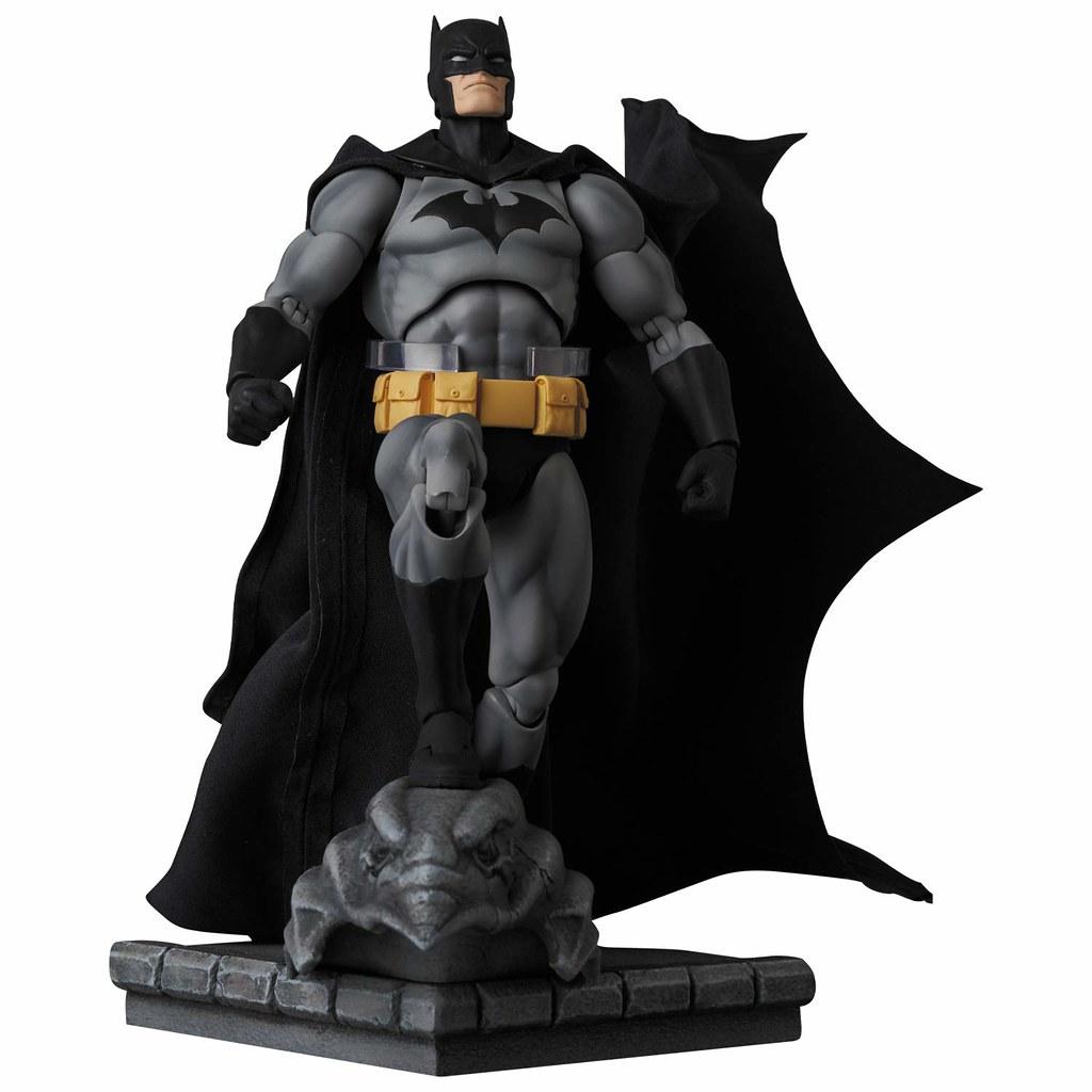 "附上「鷹形滴水嘴獸」的場景地台! MAFEX《蝙蝠俠:緘默》蝙蝠俠 黑色 Ver. マフェックス No.126 MAFEX BATMAN ""HUSH"" BLACK Ver."