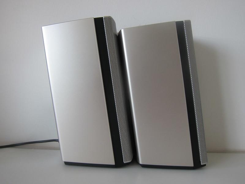 Bose Companion 20 Multimedia Speaker System - Side