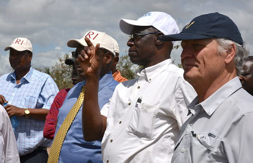 Okeyo Mwai (in white cap) explains a point to Harry Kimtai (in blue shirt) and Julius Kiptarus (left). On the right is ILRI deputy director general Dieter Schillinger