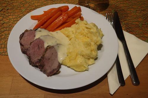 Wildschweinfilet mit Senfsoße, Kartoffelstampf und Möhrengemüse (mein Teller)