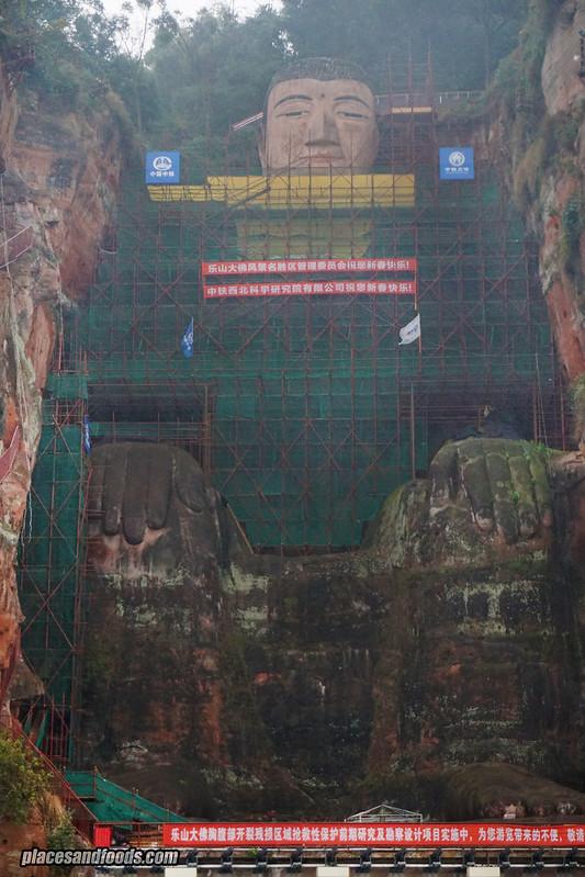 le shan sitting buddha