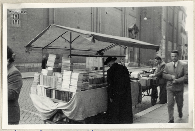 ArchivTappenV774 Am Corso Vittorio, Buchverkauf, Rom, 1953