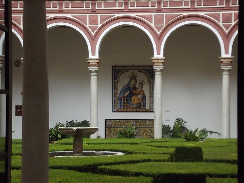 1280px-Nuestra_Señora_del_Pópulo_(2nd_half_of_17th_century,_ceramic_tiles)_at_courtyard_gardens_-_Museo_de_Bellas_Artes,_Plaza_de_Museo,_Seville
