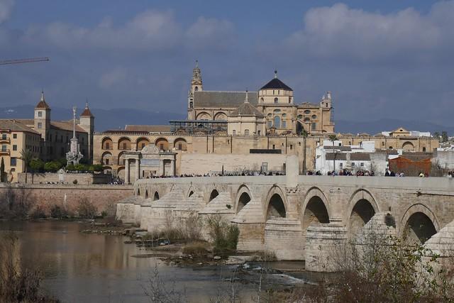 Puente romano y mezquita. Córdoba.