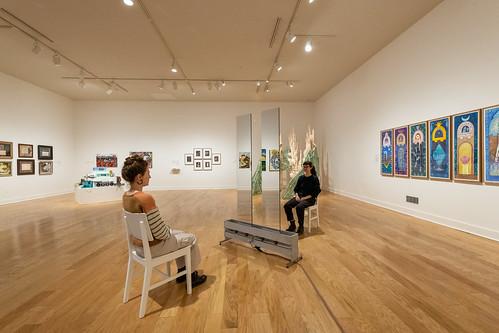"Installation view/vista de instalación: (Center/centrar) Anne Lilly, ""To Be""/""Ser,"" 2016. Photo by/foto par Charles Sternaimolo."